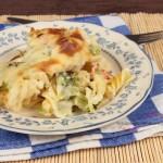 zapiekanka makaronowa z brokułami, łososiem i mozzarellą
